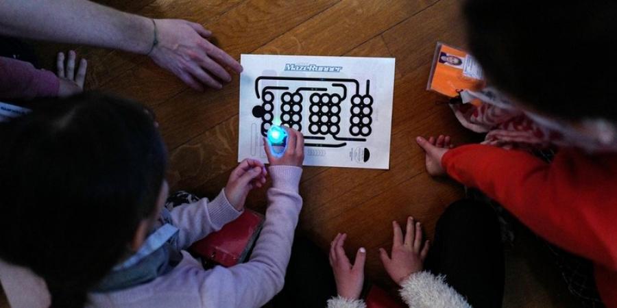 Costruisci la robotica educativa con OZOBOT BIT